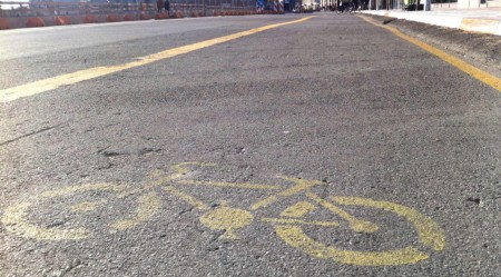 Radfahrer auf die Straße